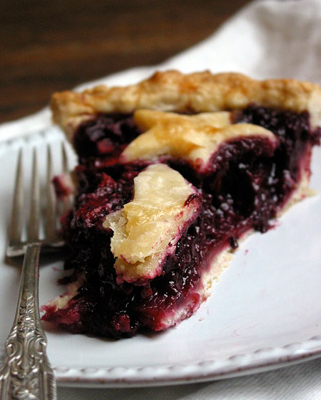 Blackberry pie with apples & ginger
