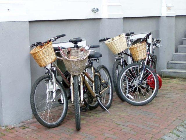 wicker baskets! yes!